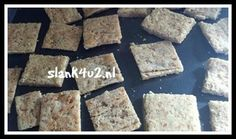 These homemade gluten-free crackers are made with almond meal, flax seed meal, and garlic powder and are great on their own or with toppings. Flax Seed Recipes, Almond Recipes, Low Carb Chips, Low Carb Menus, Gluten Free Crackers, Pizza, Go For It, Low Carb Bread, Gluten Free Baking
