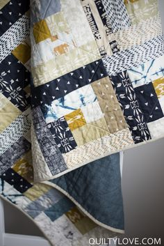 Observer Log Cabin Quilt - Quilty Love Scrappy log cabin quilt using indigo fabrics. Log cabin quilt using the Art Gallery Observer fab Boys Quilt Patterns, Modern Quilt Patterns, Quilt Modern, Log Cabin Quilt Pattern, Log Cabin Quilts, Boy Quilts, Scrappy Quilts, Quilt Festival, Southwestern Quilts