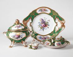 Dinner and dessert service (tureen, cover and tray, etc) Sèvres porcelain factory 1799 Soft-paste porcelain, green ground and gilded decoration Bunches of flowers tied with differently coloured ribbons are painted in polychrome in the reserves. The flowers include roses, tulips, anemones , cornflowers, bluebells, harebells, narcissus, delphiniums, convolvulus, viburnum, asters, imperial fritillaries, violas, auriculas, lilac, poppies, hollyhocks, carnations, honeysuckle, hibiscuses, ...