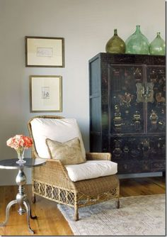 Last Trending Get all images top decorating tips Viral gl bottles armoire thumb Home Living, My Living Room, Clarks, Top Of Cabinets, Tall Cabinets, Asian Interior, Inspiration Design, Design Ideas, Chinoiserie Chic