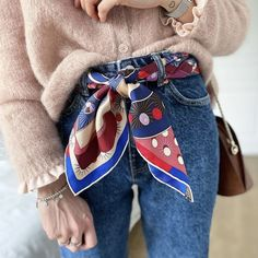 Ways To Wear Bandanas, Ways To Wear A Scarf, How To Wear Scarves, Scarf Wearing Styles, Scarf Styles, Scarf Belt, Large Scarf, Silk Scarves, Everyday Outfits