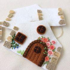 Felt Crafts Patterns, Fabric Crafts, Sewing Crafts, Felt House, Beading Tools, Felt Embroidery, Fabric Houses, Craft Projects, Felt Projects