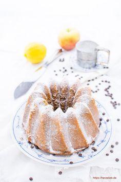 Für uns ist es der beste Apfelkuchen der Welt. Apfelmuskuchen Rezept mit einfachen Zutaten, supersaftig, einfach und hält ein paar Tage!