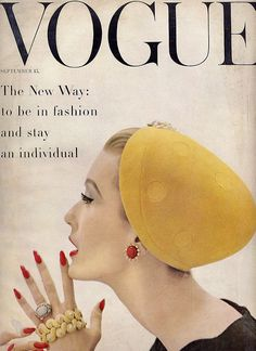 Mary Jane Russell on the cover of Vogue, 1955 photographed by John Rawlings. How stunning! Vogue Magazine Covers, Fashion Magazine Cover, Fashion Cover, Magazine Art, Vintage Nails, Vintage Glamour, Moda Vintage, Vintage Art, French Vintage