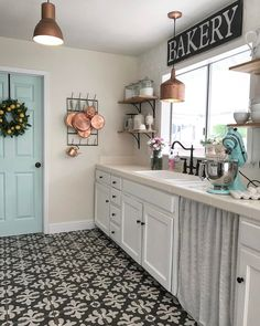 Farmhouse Kitchen Decor Ideas: Great Home Improvement Tips You Should Know! You need to have some knowledge of what to look for and expect from a home improvement job. Farmhouse Kitchen Decor, Home Decor Kitchen, Home Kitchens, Farmhouse Style, Cottage Style, Small Kitchens, Kitchen Modern, Farm Kitchen Ideas, 1940s Kitchen