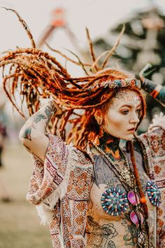 Morgan Riley color portrait outdoors - dreadlocks and tattoos Body Art Tattoos, Girl Tattoos, Dreads Girl, Dreadlock Hairstyles, Tribal Fashion, Ankara Fashion, Africa Fashion, Tips Belleza, Gothic Beauty