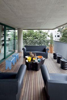 terraza de aire masculino con sof y sillones de philippestarck para battery ferruccio laviani wireless