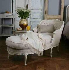 zsazsabydesign love this chaise, too. In a color with old gold antique finish