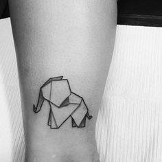 Este bebê origami. | 21 tatuagens incríveis de elefantes para te inspirar