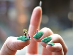 Alice Bartlett has created tiny landscape nail art, a grass-like textured nail base miniature model figures and created little summer park scenes. 3d Nail Art, Nail Art Cute, So Nails, Cute Nails, Hair And Nails, Weird Nails, Nail Art Kaki, Nail Art Designs, Do It Yourself Nails