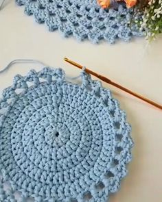 Crochet Doily Rug, Crochet Placemats, Crochet Motif Patterns, Crochet Carpet, Filet Crochet, Crochet Designs, Crochet Basket Pattern, Crochet Stitches, Spiral Crochet Pattern