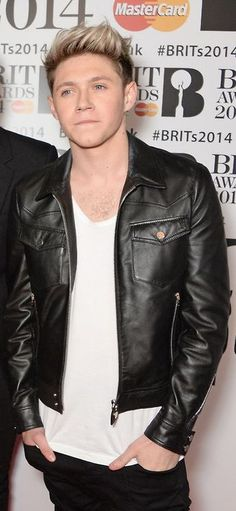 haS ANYONE NOTICED THAT THIS IS A LEATHER JACKET WHY IS NO ONE TALKING ABOUT THIS???