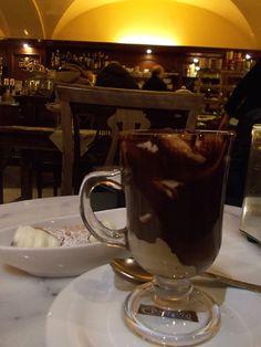Marrocchino and cannnolo: Cafetereia Il Gusto Giusto, Via Milano, 11/b Torino, Italy