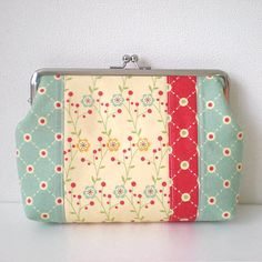 Items similar to Patchworked quilted frame pouch, Flower and dots in cream yellow on Etsy Sewing Patterns Free, Sewing Tutorials, Print Patterns, Sewing Projects, Vintage Love, Retro Vintage, Retro Color Palette, Quilting Frames, I Believe In Pink