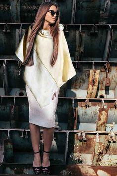 Poncho in morbido pile ed elegante lino