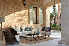 Color persianas mallorquinas y piedra fachada
