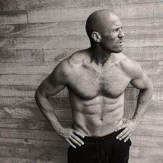 Jason Statham in Men's Health 2017 Jason Statham Body, Jason Stratham, David Rockefeller, Actrices Sexy, The Expendables, Hommes Sexy, Sylvester Stallone, Dwayne Johnson, Arnold Schwarzenegger