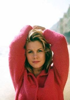 Elizabeth Montgomery (credit to https://www.facebook.com/bewitchedhistorybook )