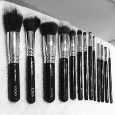 @keepingupwithzariaandmuds brush collection by @zoevacosmetics is so cute Check out her page for more #beautiful #brushes #beauty #cute #onfleek #vanity #makeupstash #makeup #makeupartist http://unirazzi.com/ipost/1513415527933242976/?code=BUAu2d8BW5g