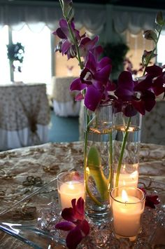 I really love this more modern centerpiece and the flowers look fantastic