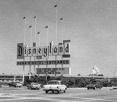 I grew up in San Diego, California, so I grew up going to Disneyland every year. This is a photo of Disneyland in the I believe. What's hard to believe, is my Mom remembers going there, when it looked like this! Disneyland Vintage, Disneyland Sign, Original Disneyland, Disneyland Opening, Disneyland History, Disneyland Photos, Disneyland Resort, Walt Disney History, Places