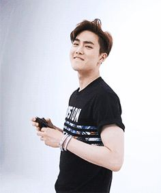 Oh my... This guy KAJSKAMDKA #SuHo #EXO #Junmyeon