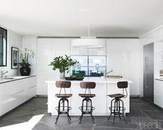 Celebrity Kitchens - Celebrity Home Decor - ELLE DECOR.love the clean, slick/sleek lines! Küchen Design, Layout Design, House Design, Interior Design, Design Ideas, Garden Design, Clean Design, Design Projects, Modern Design