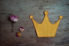 Crown iron on applique patch - pinned by pin4etsy.com
