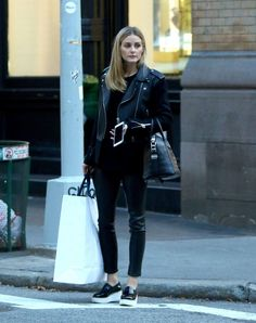 20 'total look black' para copiar. Black sweater+black leather pants+black plattform shoes+black leather jacket+black handbag. Fall Outfit 2016