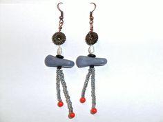 Azul pizarra whimsical pendientes con perlas de agua dulce