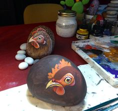 Sassi a p-arte: Qui Gallina ci cova...A chicken before all the feathers are added!...I love seeing this stage of a rock painting. It really helps in understanding the process!