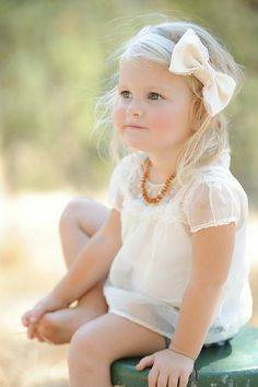 Hair Accessory-Baby Toddler Girl Bow Headband- Shabby Chic- Vintage Style Bow- Cream and Lace. Pretty little girl! Fashion Kids, Little Girl Fashion, Toddler Fashion, Fashion 2014, China Fashion, My Baby Girl, My Little Girl, Little Princess, Beautiful Children