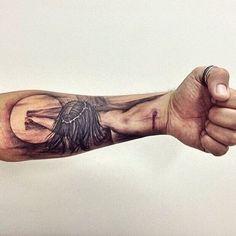 tatuajes religiosos para hombres en el brazo