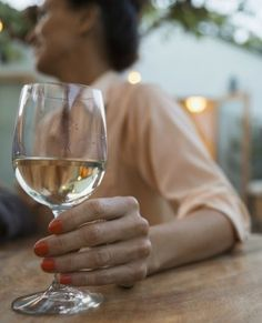 Now you can buy low-carb, low-calorie wines marketed to people with an active, healthy lifestyle–but are they actually any better for you? Low Calorie Alcoholic Drinks, Healthy Cocktails, Anti Aging Tips, Best Anti Aging, Summer Drinks, Fun Drinks, Beverages, Clean Eating Recipes, Fitness Diet