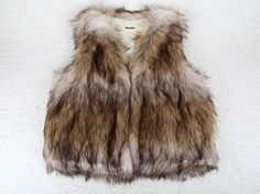 Los chalecos de pelo se han convertido en un MUST HAVE de esta temporada. Chalecos cortos o largos, de diferentes texturas, colores y sobre todo muy calentitos. Puedes combinarlos con cualquier estilismo. Talla unica. Ready To Wear, Fur Coat, How To Wear, Jackets, Fashion, Fleece Hats, Hair Wrap Scarf, Sweater Vests, Wraps