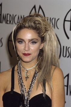 """Madonna at """"The Annual American Music Awards"""" Madonna 80s Fashion, Divas Pop, 80s Trends, American Music Awards, Blues Rock, Queen B, Pop Singers, Beautiful Celebrities, Veronica"""