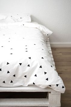 1000 ideas about duvet covers on pinterest duvet headboard decal and throw pillows. Black Bedroom Furniture Sets. Home Design Ideas