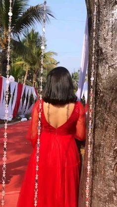 Bollywood Wedding, Bollywood Saree, Saree Wedding, Bollywood Fashion, Indian Dresses For Women, Indian Gowns Dresses, Girl Photo Poses, Girl Photos, Mommy Hairstyles