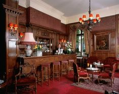 The English bar in Paris at the hôtel raphael    #paris #bars