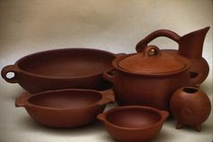 Artesania en greda, ceramica de Pomaire en Chile.