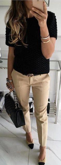 #fall #outfits / work casual pantalón beige blusa negra bolsa negra
