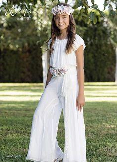 Vestits per els casaments Girls First Communion Dresses, Holy Communion Dresses, Moda Fashion, Girl Fashion, Fashion Outfits, Girls Formal Dresses, Flower Girl Dresses, Kids Outfits, Cute Outfits