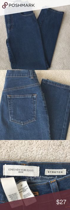 """🌿Jones New York Jean🌿 🌿Jones of New York blue jean. Size 2 Petite, Inseam is 27"""". Soft stretch jean in great condition. 98% Cotton & 2% Spandex.  Straight legs tapper slightly to the ankle. No rips or stains. 🌿 Jones New York Jeans Straight Leg"""