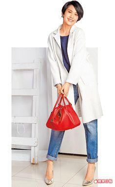 楊丞琳私下穿著簡單有型,HERMES紅色Lindy包是剛入手的新貨。彭欣偉攝
