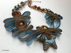 necklace zipper by Is Laura Diy Zipper Jewelry, Zipper Crafts, Textiles, Handmade Accessories, Handmade Jewelry, Zipper Flowers, Shoulder Pads, Jewelry Crafts, Creations