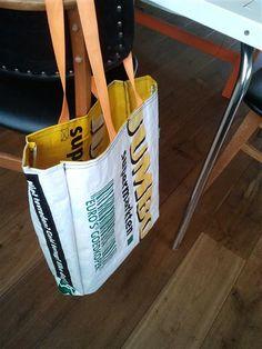 Maak een handzame shopper van een boodschappentas van een supermarkt