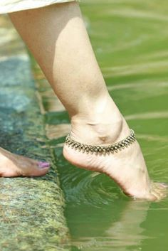 In this video, we will show you the latest trendy women's ankle bracelets, foot jewelry, anklets, toe rings & more. Find out the perfect foot jewelry for you. Ankle Jewelry, Feet Jewelry, Beach Jewelry, Womens Ankle Bracelets, Brian Atwood Shoes, Big Girl Fashion, Women's Fashion, Bracelet Designs, Anklet Designs