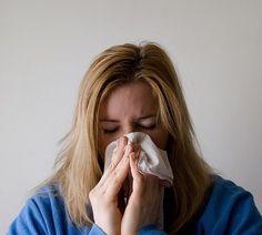 Alergias, Como acontecem e quais as mais comuns: Uma resposta exagerada do sistema imune a substâncias, ex: alimentos, medicamentos, venenos de insetos etc. Algumas delas podem ter o componente genético como causa maior para aparecimento, mas em outras não há uma explicação do porquê. Em algum momento da vida, o organismo identifica determinada substância como estranha e começa a desenvolver anticorpos, desencadeando uma série de reações na resposta alérgica.