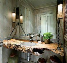zwei lampen und kreativer waschentisch aus holz für ein extravagantes badezimmer design - 77 Badezimmer-Ideen für jeden Geschmack