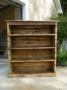 Pallet wood bookcase